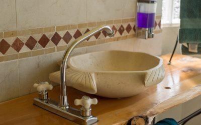Le bois dans la salle de bain : une alternative au PVC