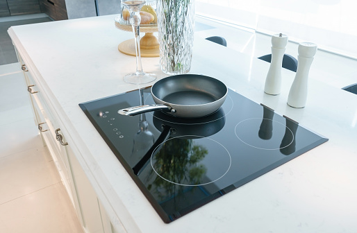 La plaque cuisinière à induction, un appareil très tendance et avantageux pour préparer le repas